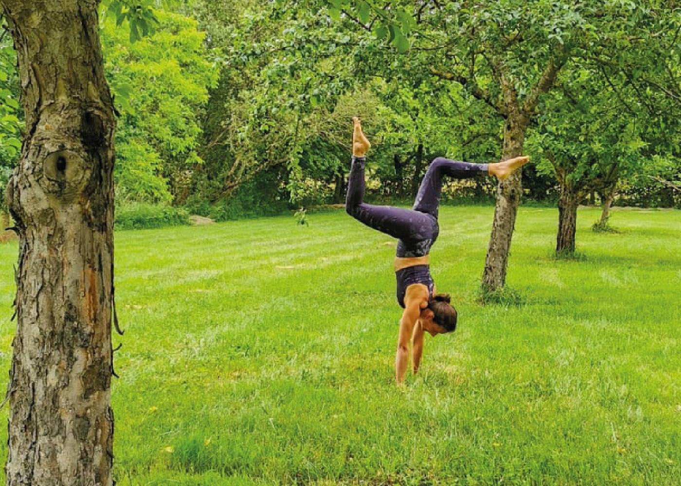 atelier yoga vinyasa helene handstand toulouse